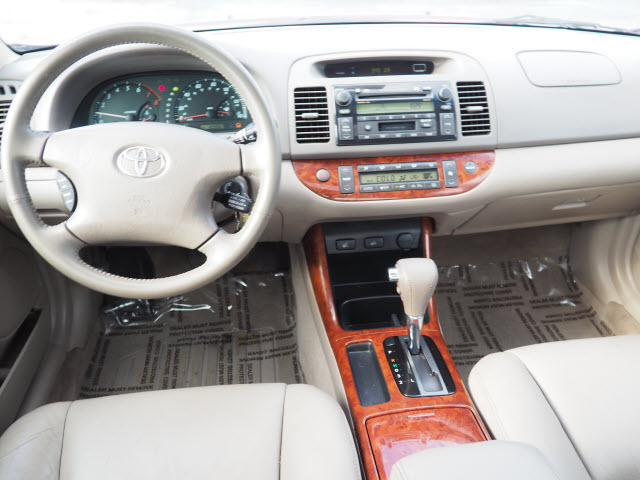 Pre-Owned 2004 Toyota Camry XLE